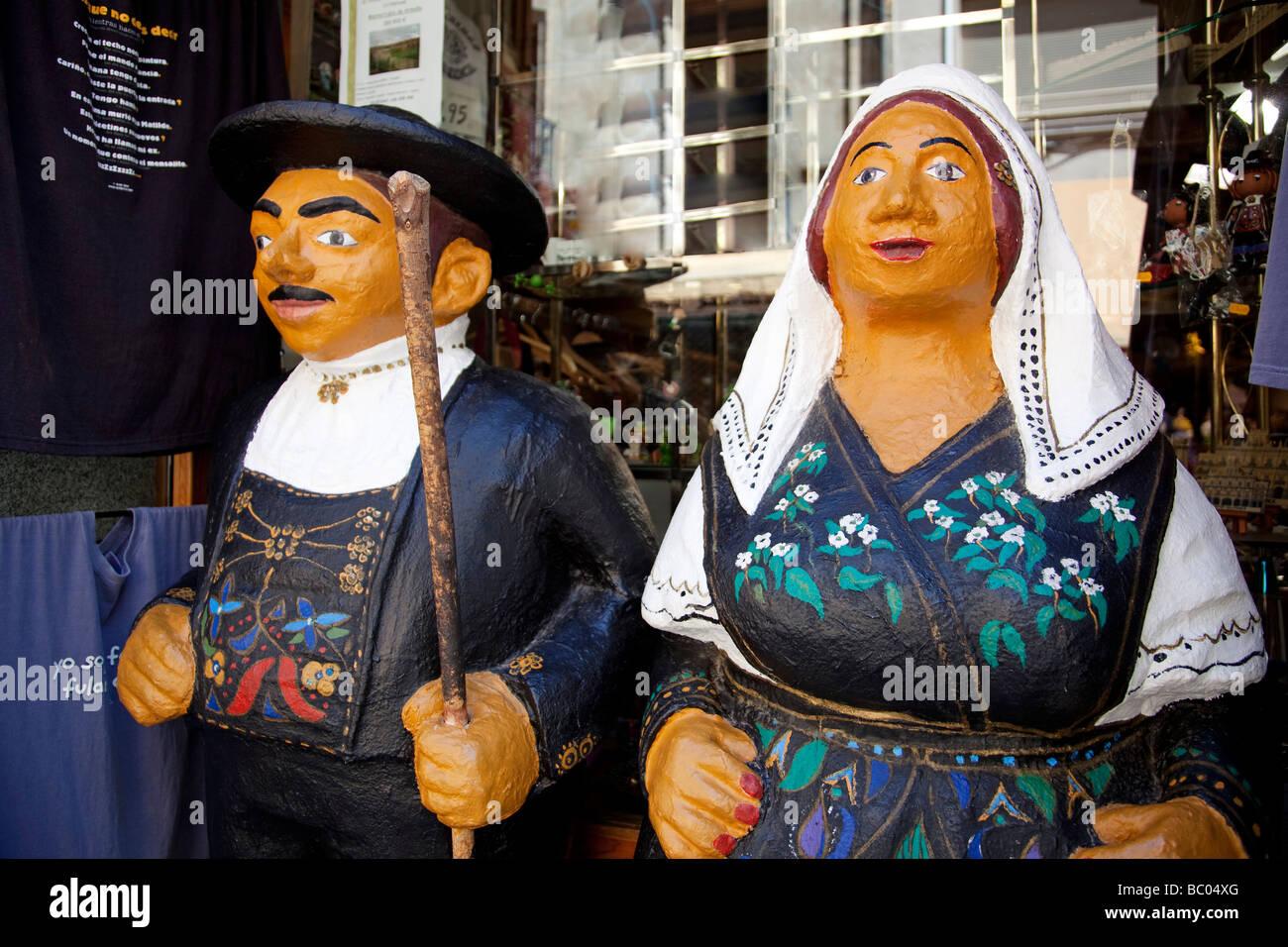 Muñecos con trajes típicos de Salamanca Castilla León España muñecas en trajes típicos Imagen De Stock