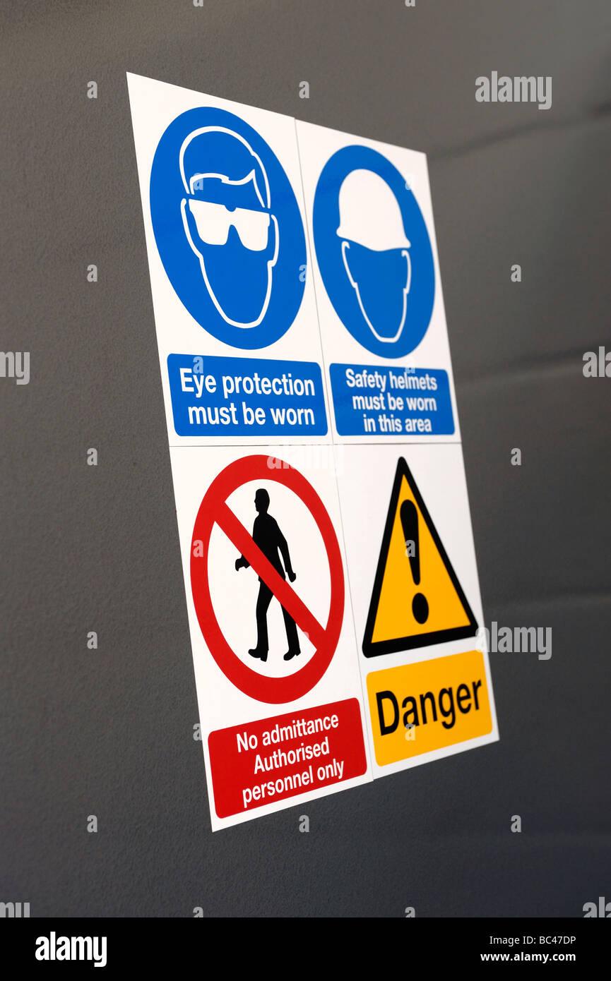 Señales de advertencia Imagen De Stock