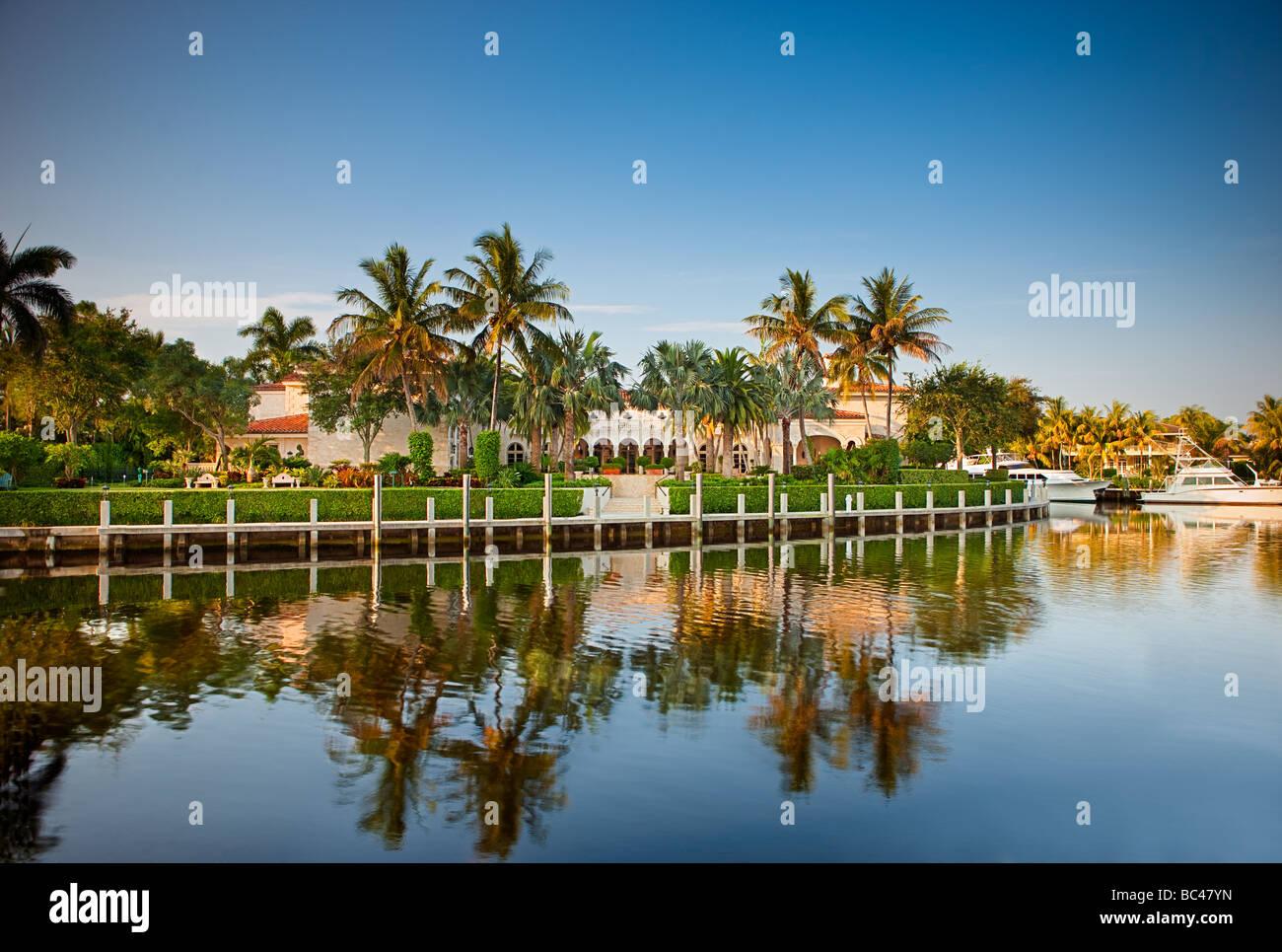 Una residencia de lujo en Florida en el Intracoastal waterway en Boca Raton, Florida Imagen De Stock