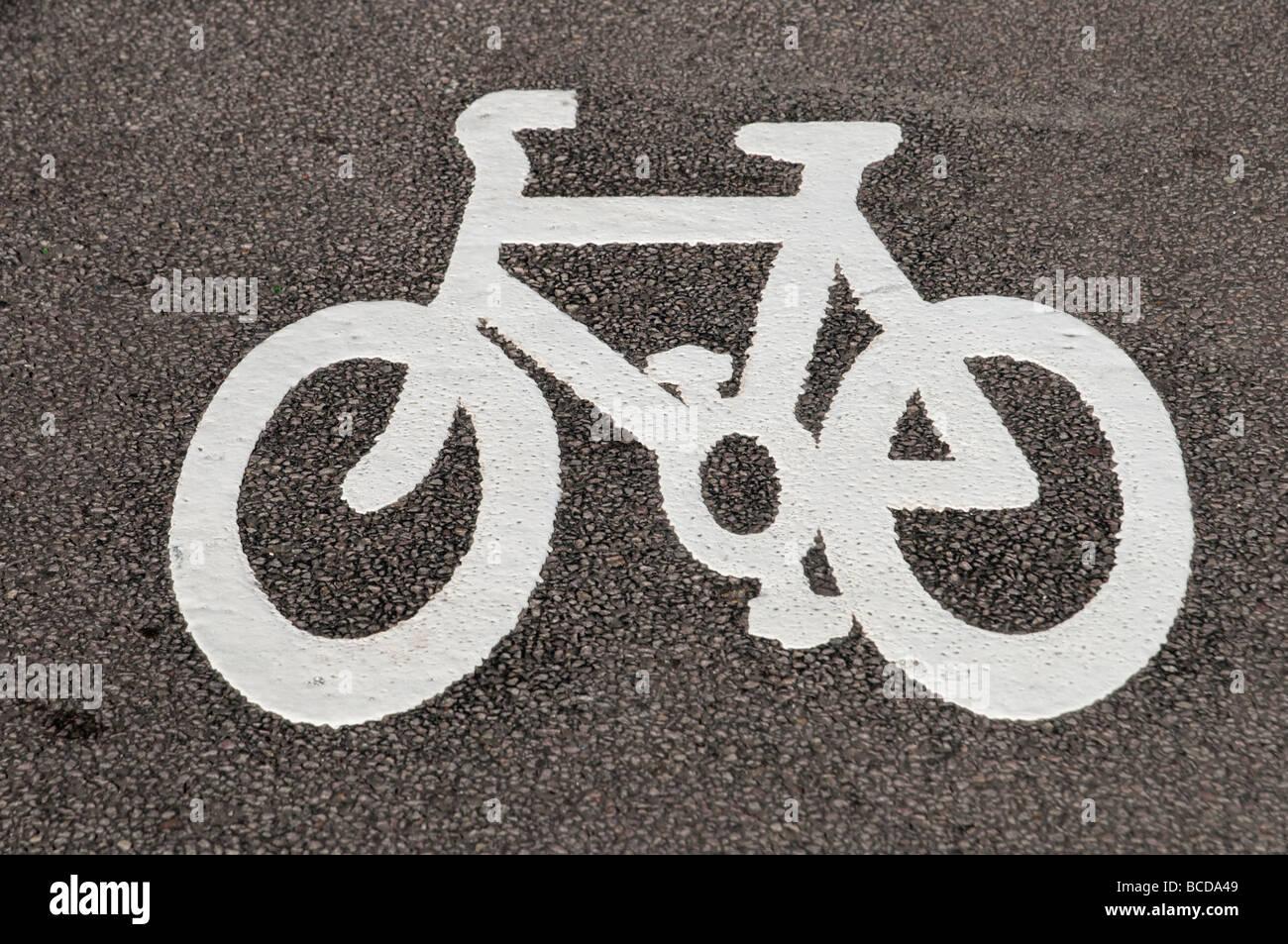 Carril Bici de carretera símbolo marcado Londres England Reino Unido Imagen De Stock