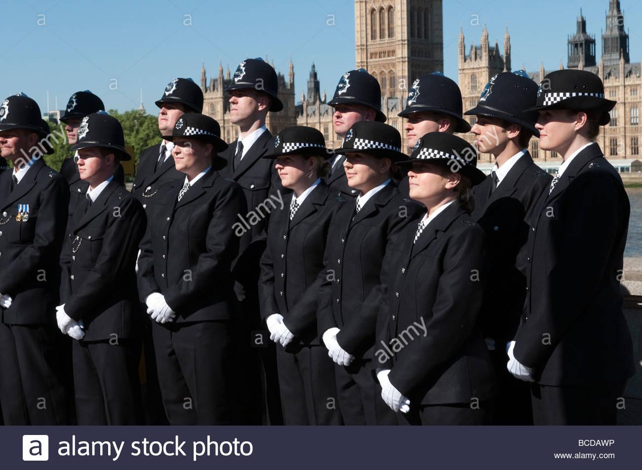La policía londinense posando para una foto de grupo oficial, Inglaterra Imagen De Stock