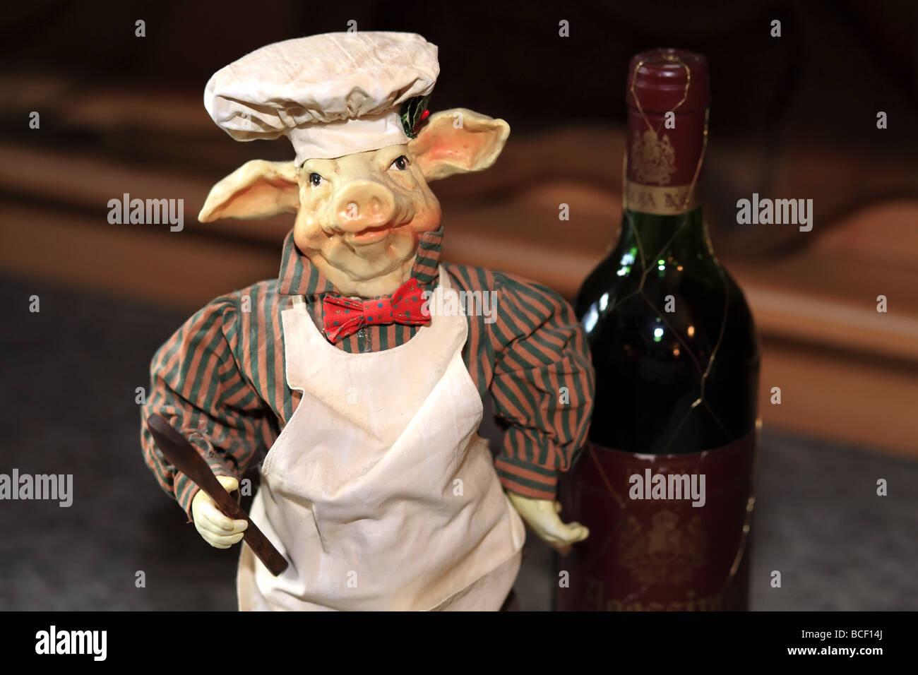 0a57dc813b ... pato de goma con gafas de sol sentado en la parte superior de un armario  de oficina partición. BCETCT (RM). Esta es una miniatura de cerdo chef ...