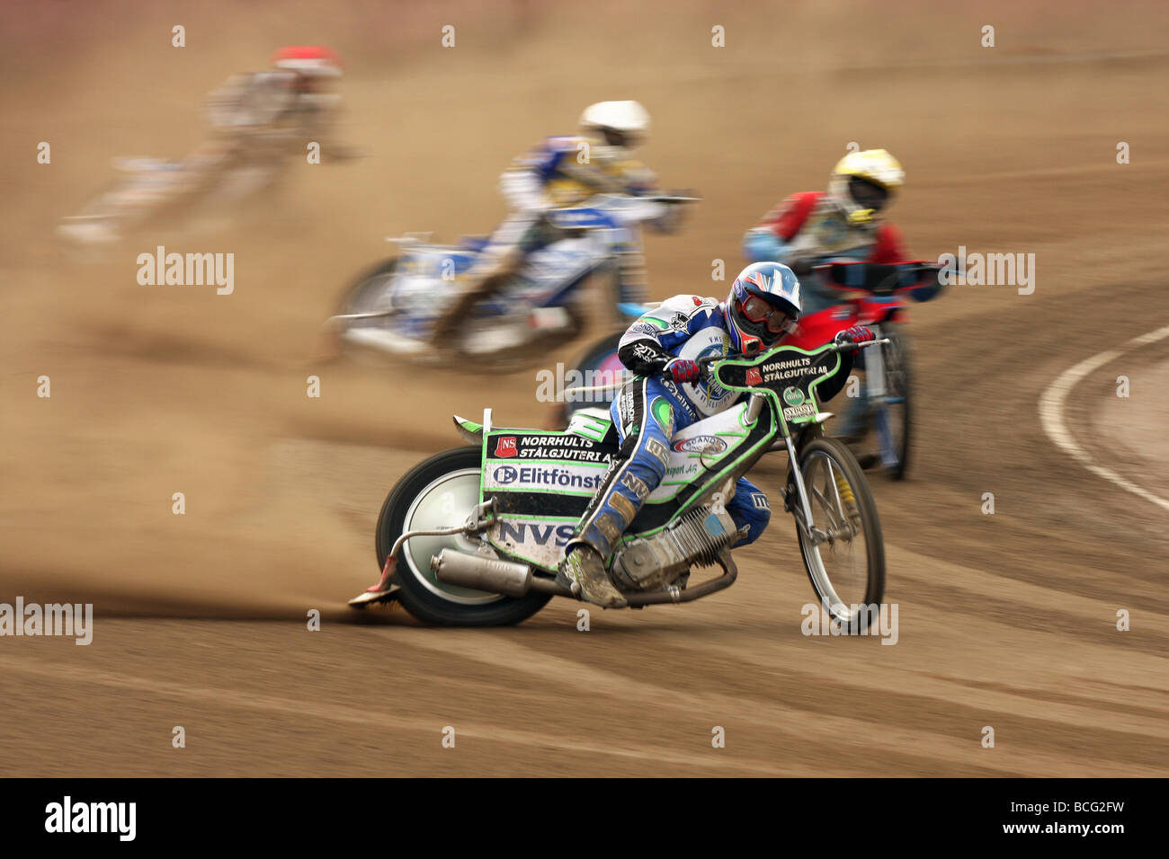 Speedway racing en Svansta Race Track en Nyköping, Suecia. Imagen De Stock