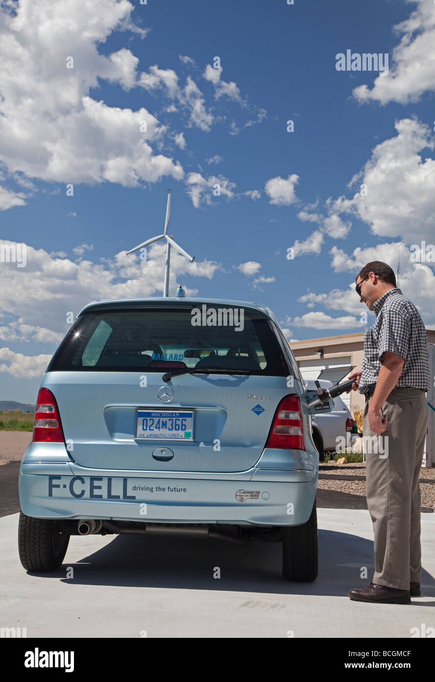 La energía eólica se convierte al hidrógeno en el Laboratorio Nacional de Energía Renovable Imagen De Stock