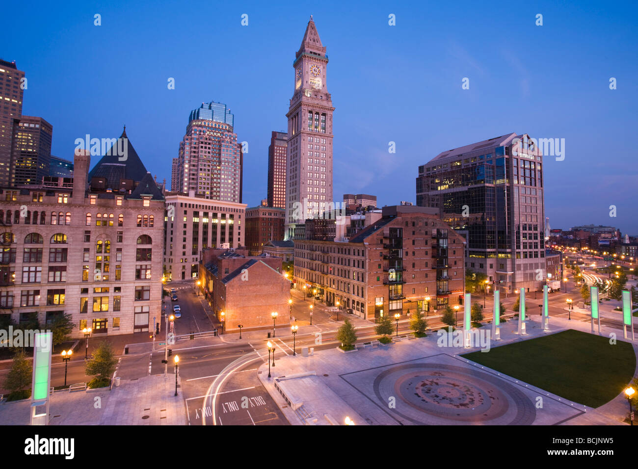 Estados Unidos, Massachusetts, Boston, Atlantic Avenue Greenway y Customs House Imagen De Stock