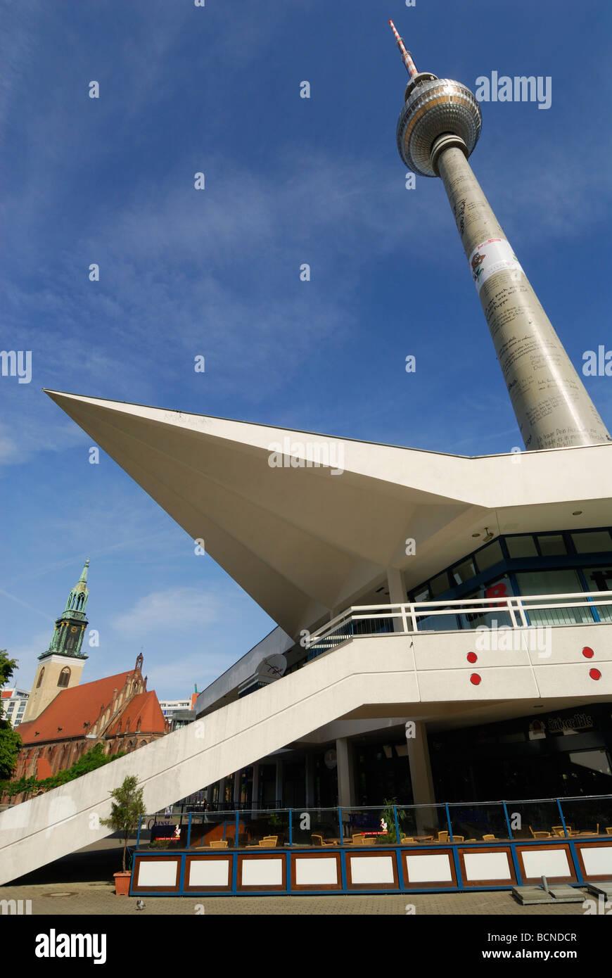 Berlín Alemania Fernsehturm torre de TV en Alexanderplatz Imagen De Stock
