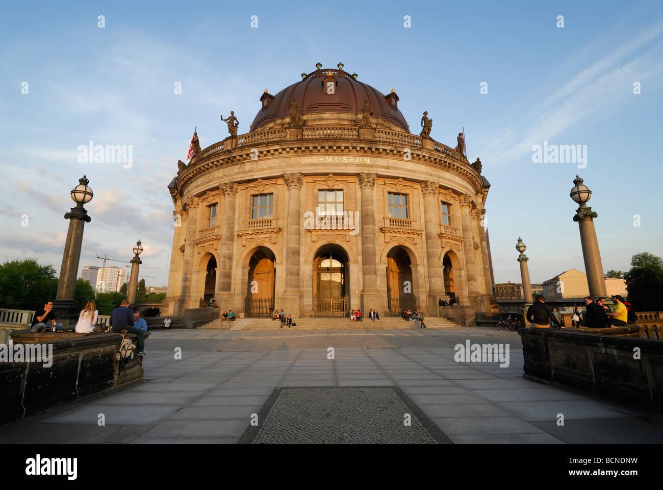 Alemania Berlín Museo Bode en la Isla de los museos que alberga la colección de escultura y el Museo de Imagen De Stock
