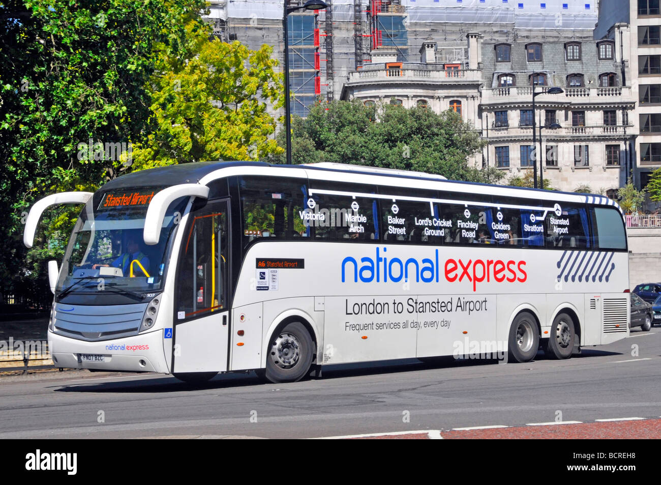 National Express Coach en Park Lane Londres Imagen De Stock