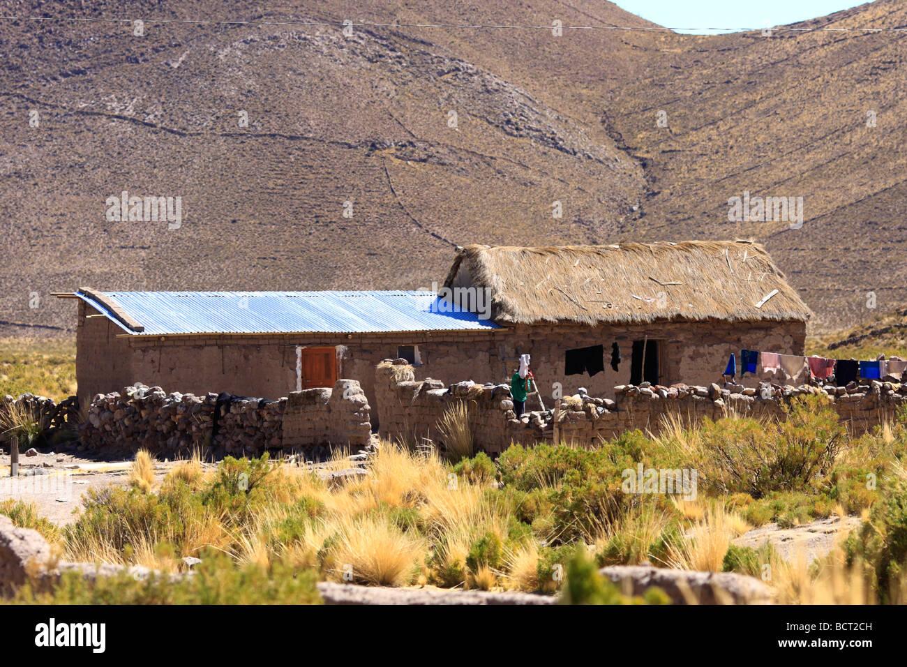 Casa rural en la aldea de Acaya en Bolivia al norte de Salinas de Garci Mendoza Foto de stock