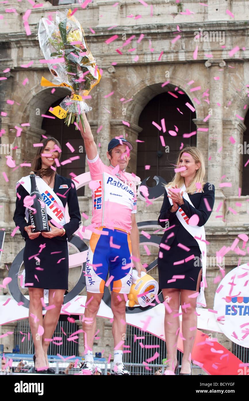 Denis Menchov en la última podiumat el final del Giro d'Italia 2009 Imagen De Stock