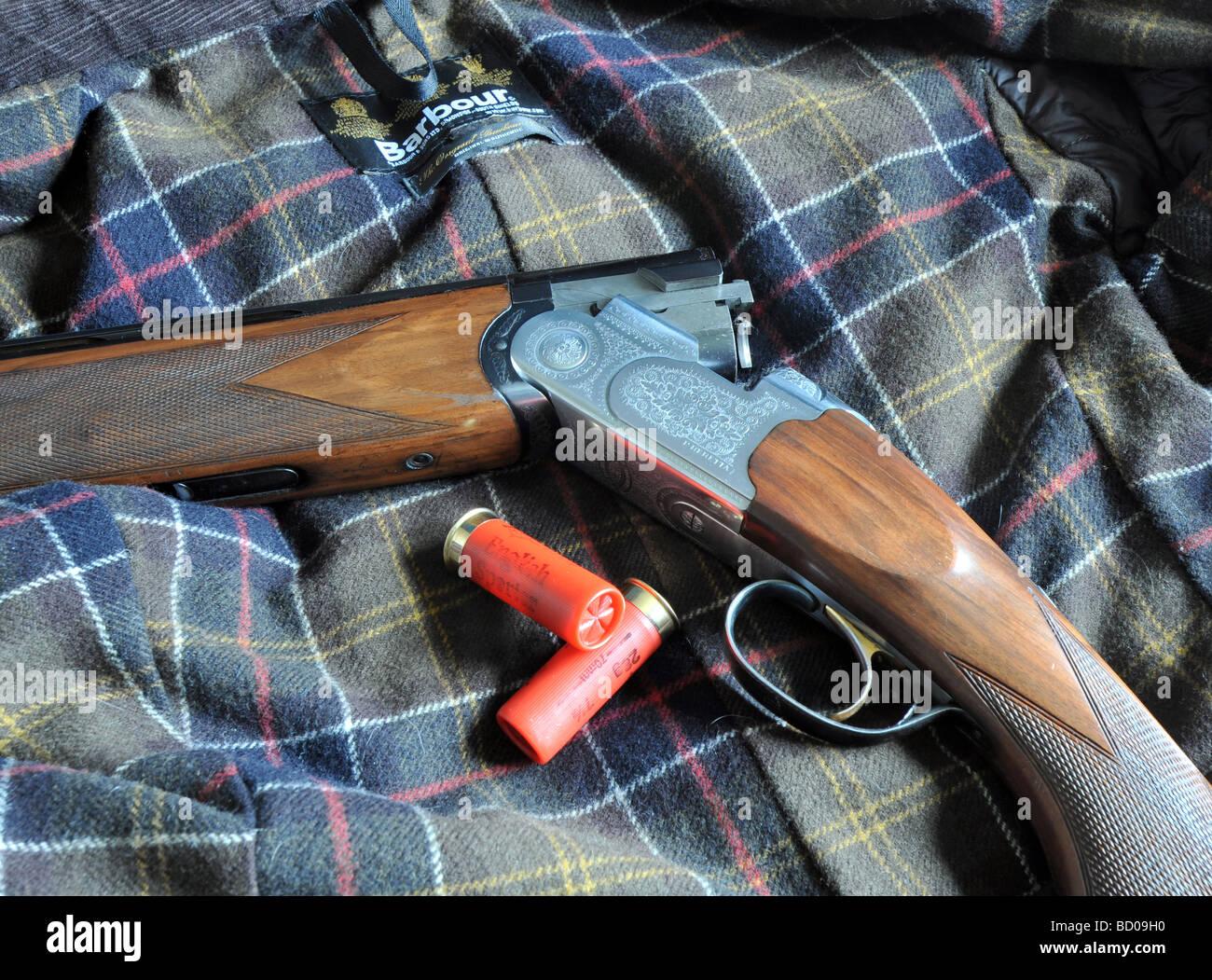 Beretta 682 Especial más bajo de escopeta calibre 12, con violación y grabados de madera patrón diamante Foto de stock