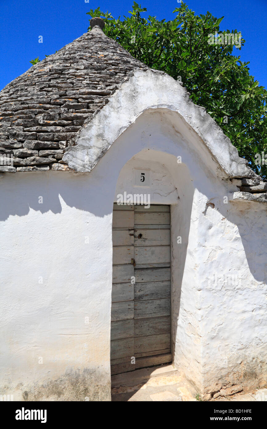 Trullo portada, Alberobello, Puglia, Italia. Imagen De Stock