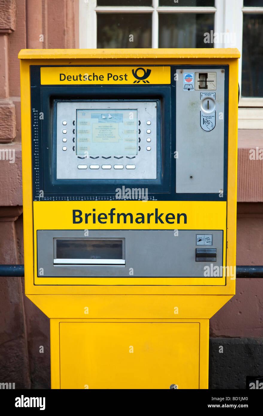 Deutsche Post venta máquina de sellos en Europa Alemania Imagen De Stock