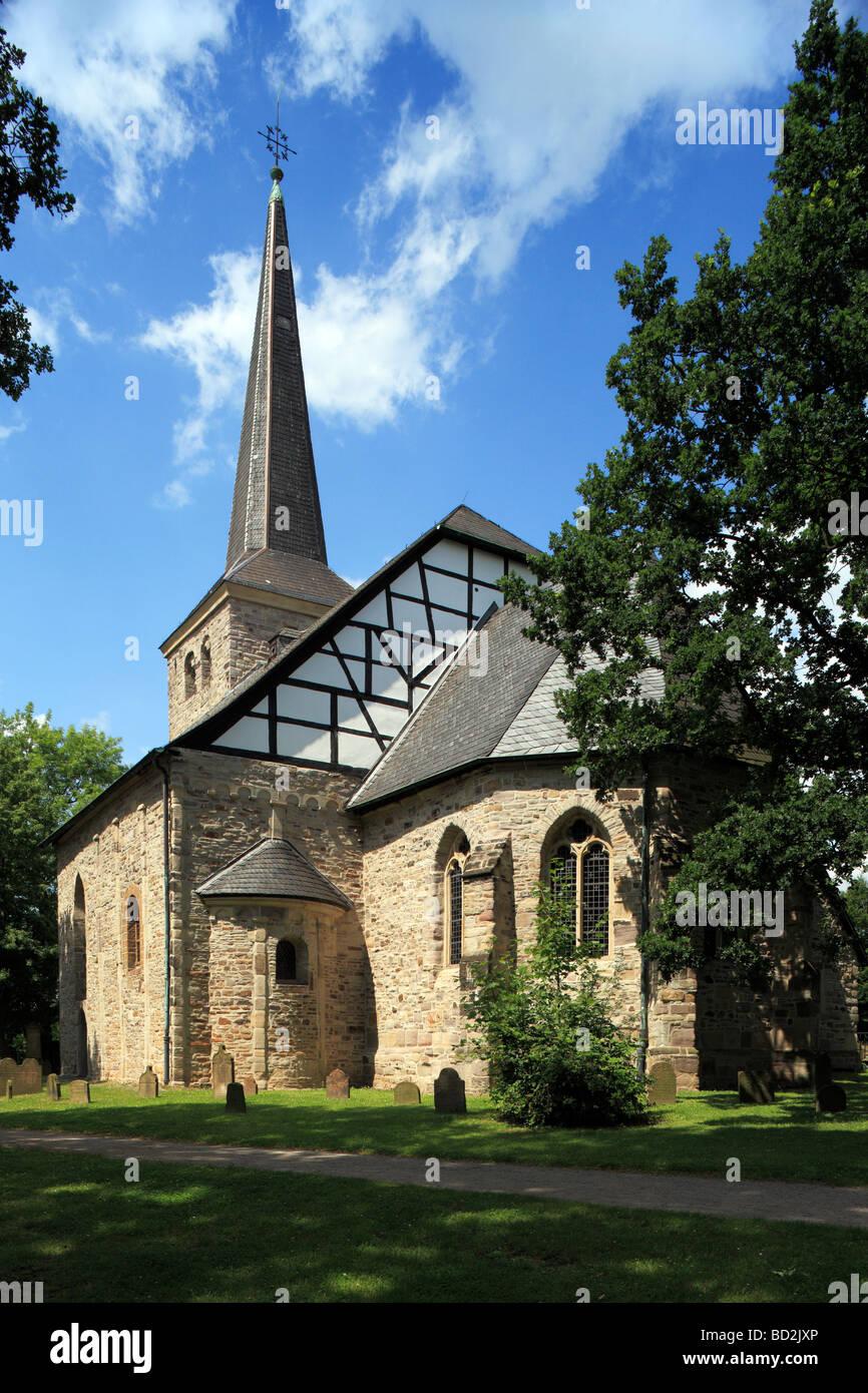 En Bochum-Stiepel Stiepeler Dorfkirche, Ruhrgebiet, Nordrhein-Westfalen Foto de stock