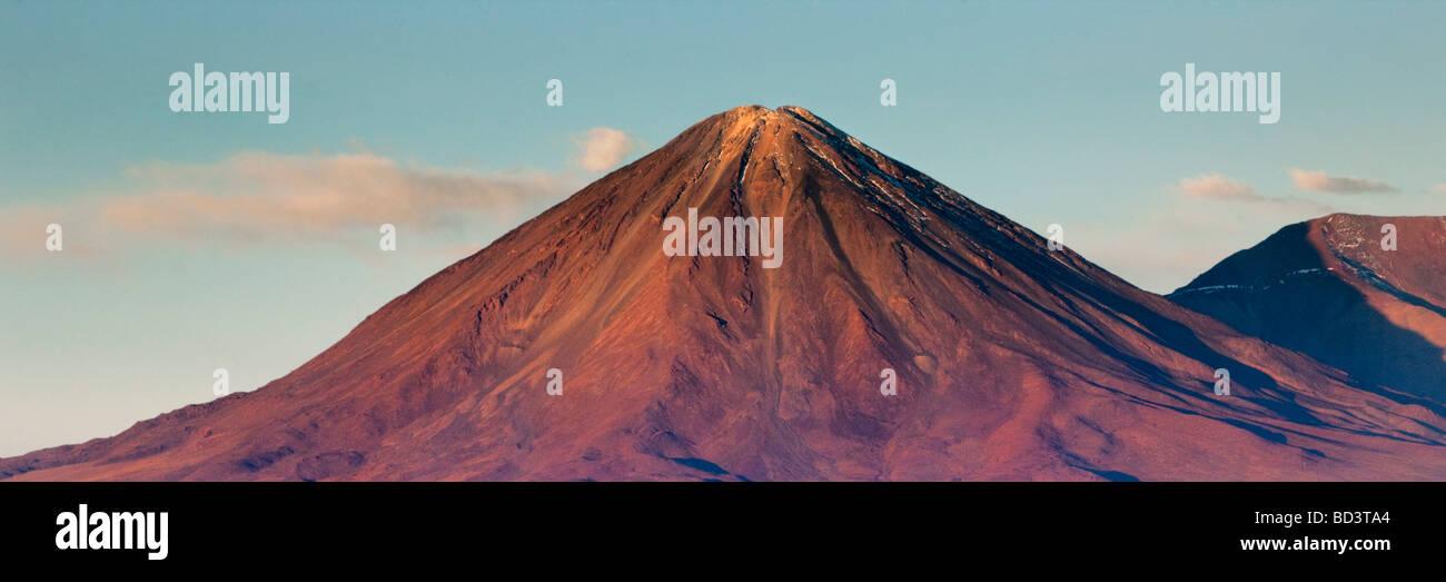 Cabur Lincan un volcán activo en el desierto de Atacama de Chile Imagen De Stock