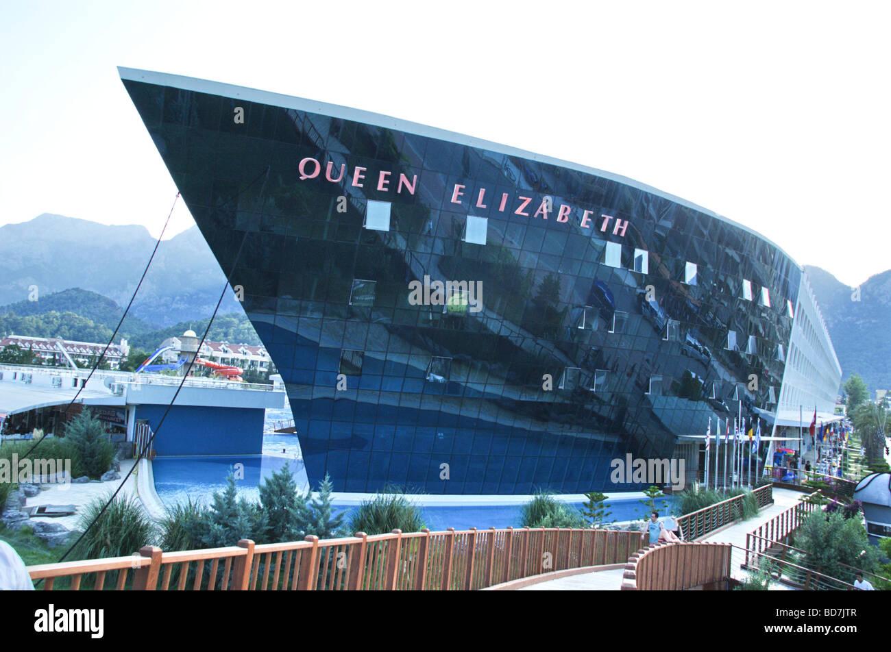 Turquía Antalya Kemer El Queen Elizabeth Elite Suite Spa Hotel en forma de un crucero de lujo Imagen De Stock