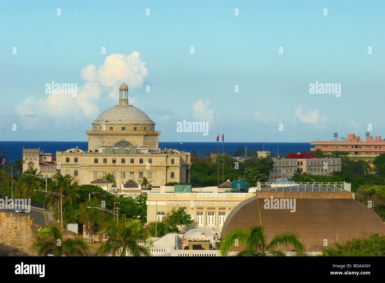 Vista de El Capitolo el capitolio en el Viejo San Juan, Puerto Rico Foto de stock