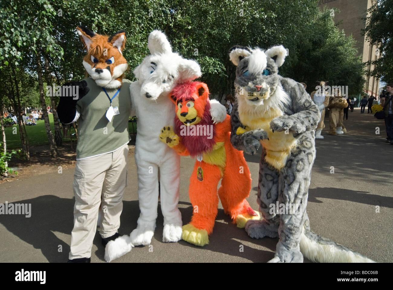 Cuatro personas vestidas de animales PARA LA CARIDAD FUNDRISING Foto de stock