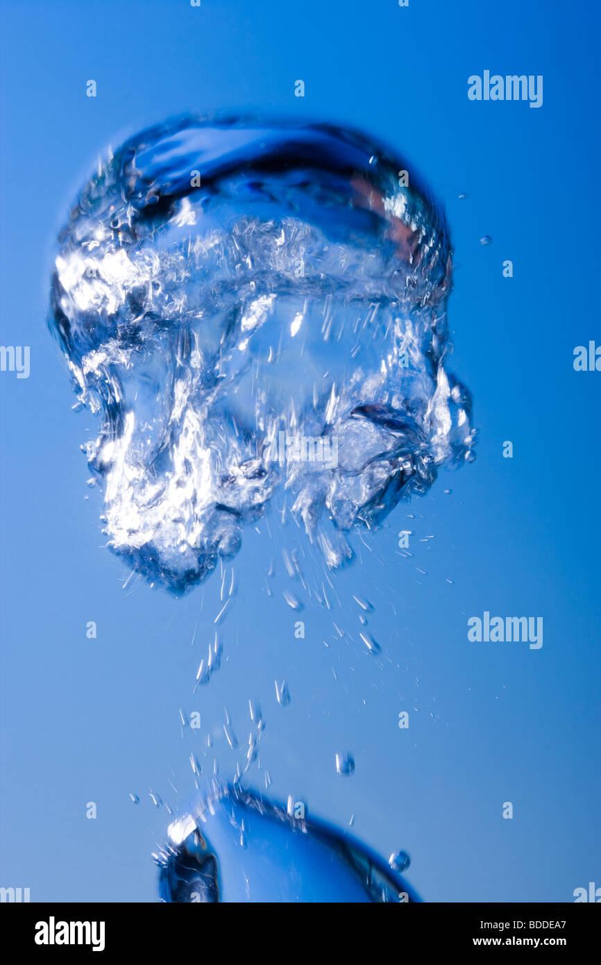 Burbujas bajo el agua. Imagen De Stock