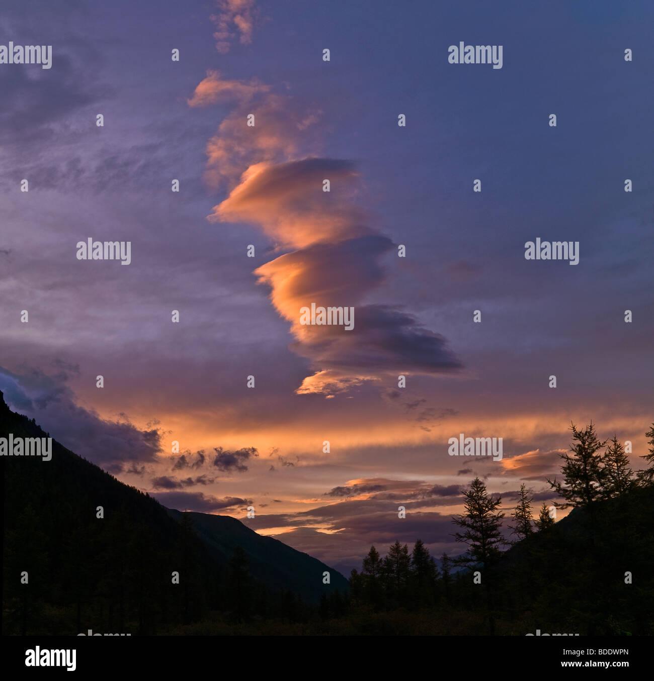 Atardecer en Altai (Rusia) Foto de stock