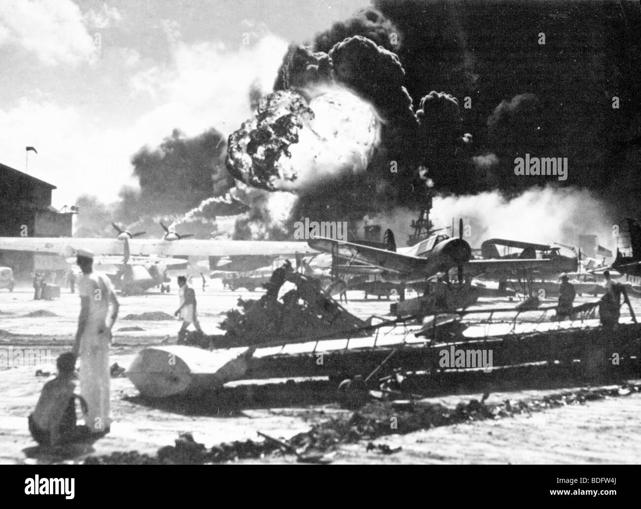 Ataque de Pearl Harbor por Japón en la base estadounidense en Oahu, Hawai el 7 de diciembre de 1941Foto de stock