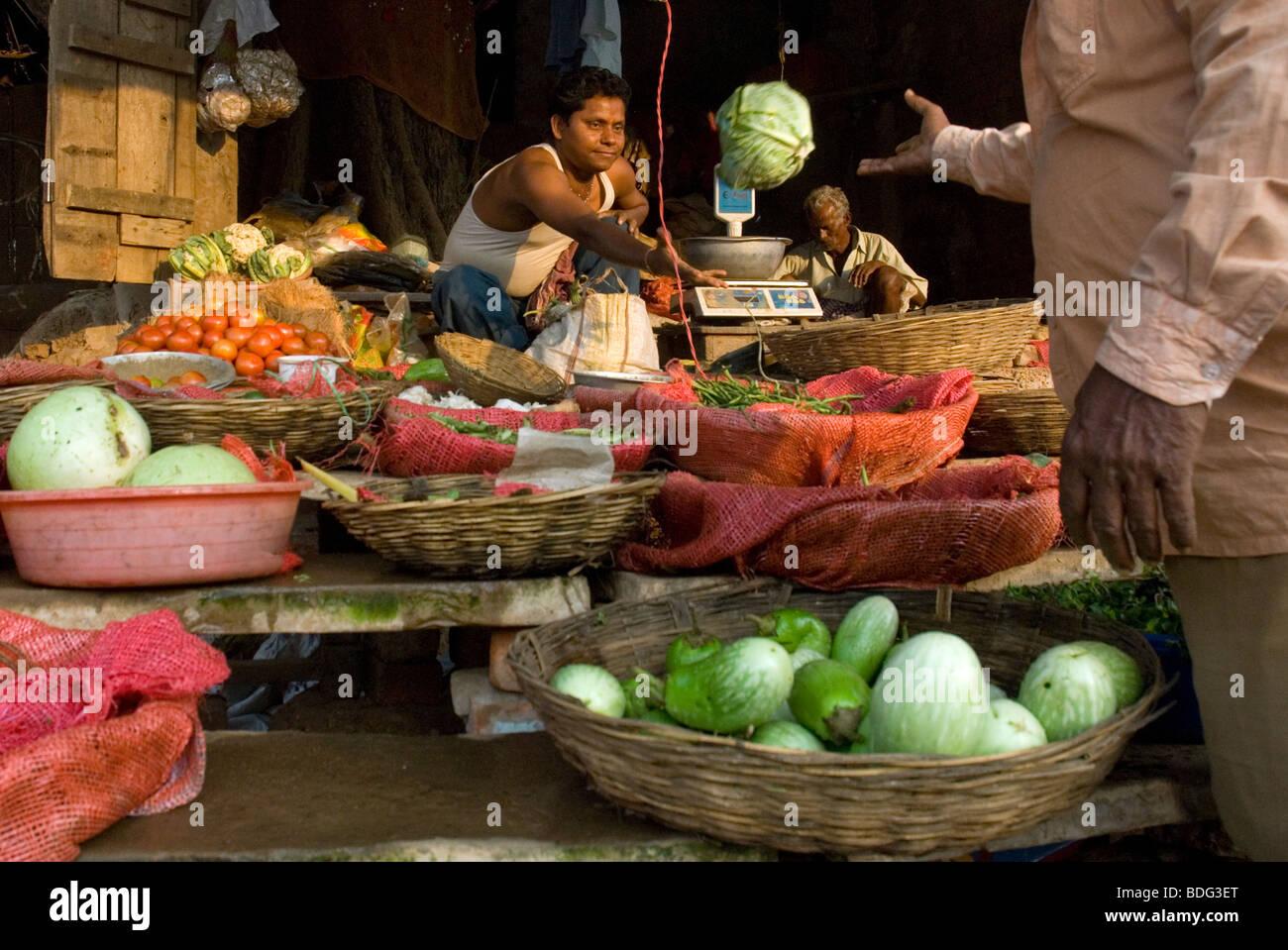 Tienda de ultramarinos en Bhubaneswar, Orissa, India. Foto de stock