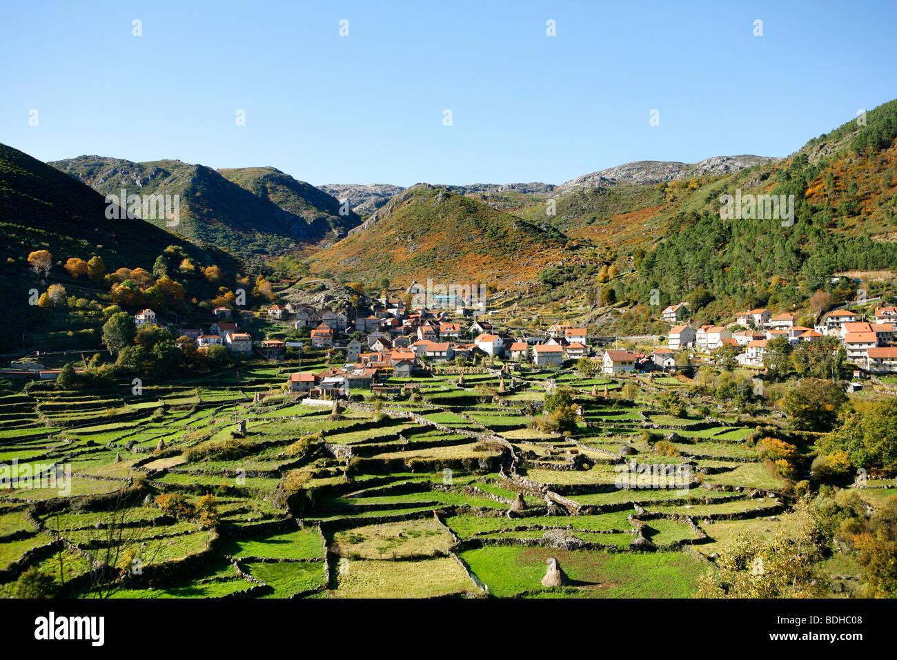 Geres, una antigua aldea de montaña vista en Portugal Imagen De Stock