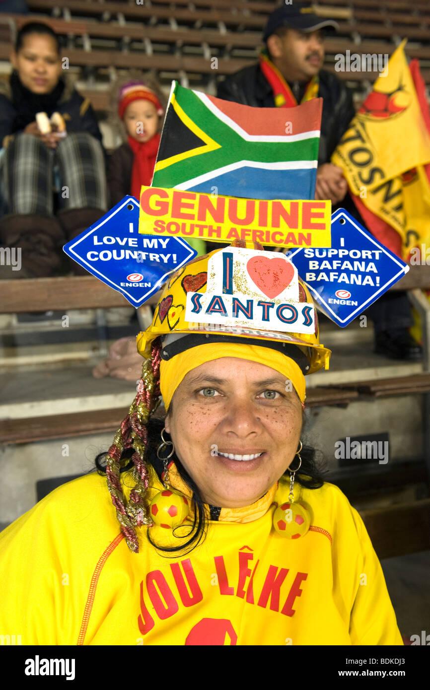 Fanático del Fútbol Femenino, Newlands Stadium, en Ciudad del Cabo, Sudáfrica Imagen De Stock