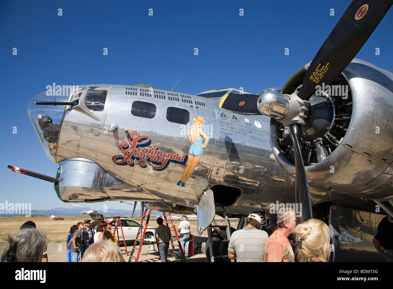 Compartimiento Bombadiers y nariz gunner en el viaje sentimental, restaurado de la Segunda Guerra Mundial la segunda guerra mundial era el bombardero B-17 Foto de stock