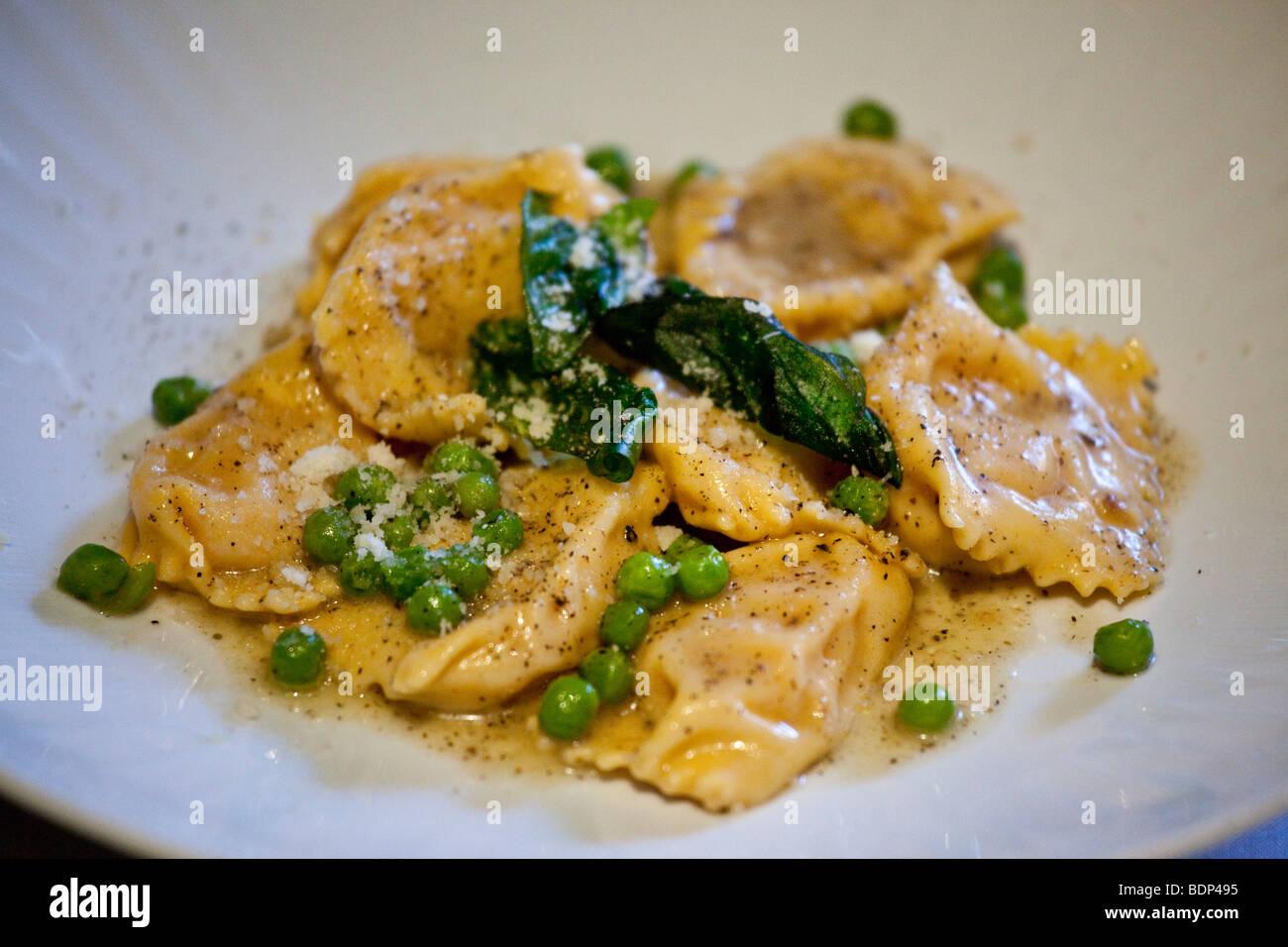 Plato de pasta en un restaurante italiano en Little Italy en la Ciudad de Nueva York Imagen De Stock