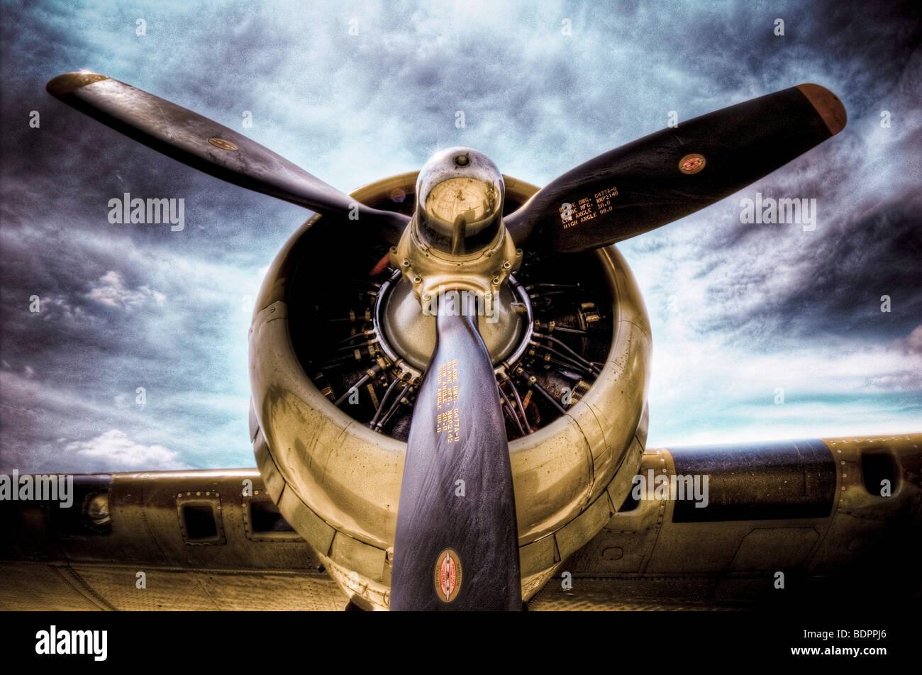 Hélice de blades en un viejo avión Imagen De Stock