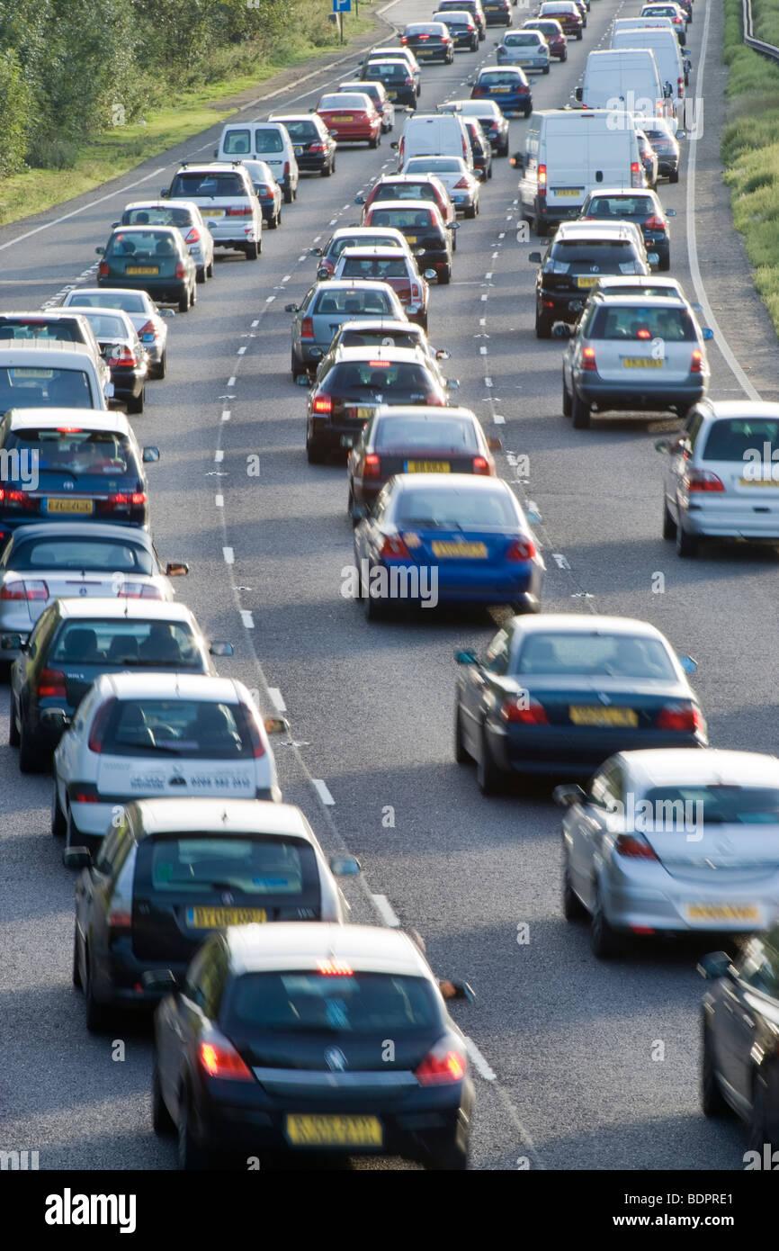 Atasco de tráfico en carretera de doble calzada. A3, Surrey, Reino Unido Imagen De Stock