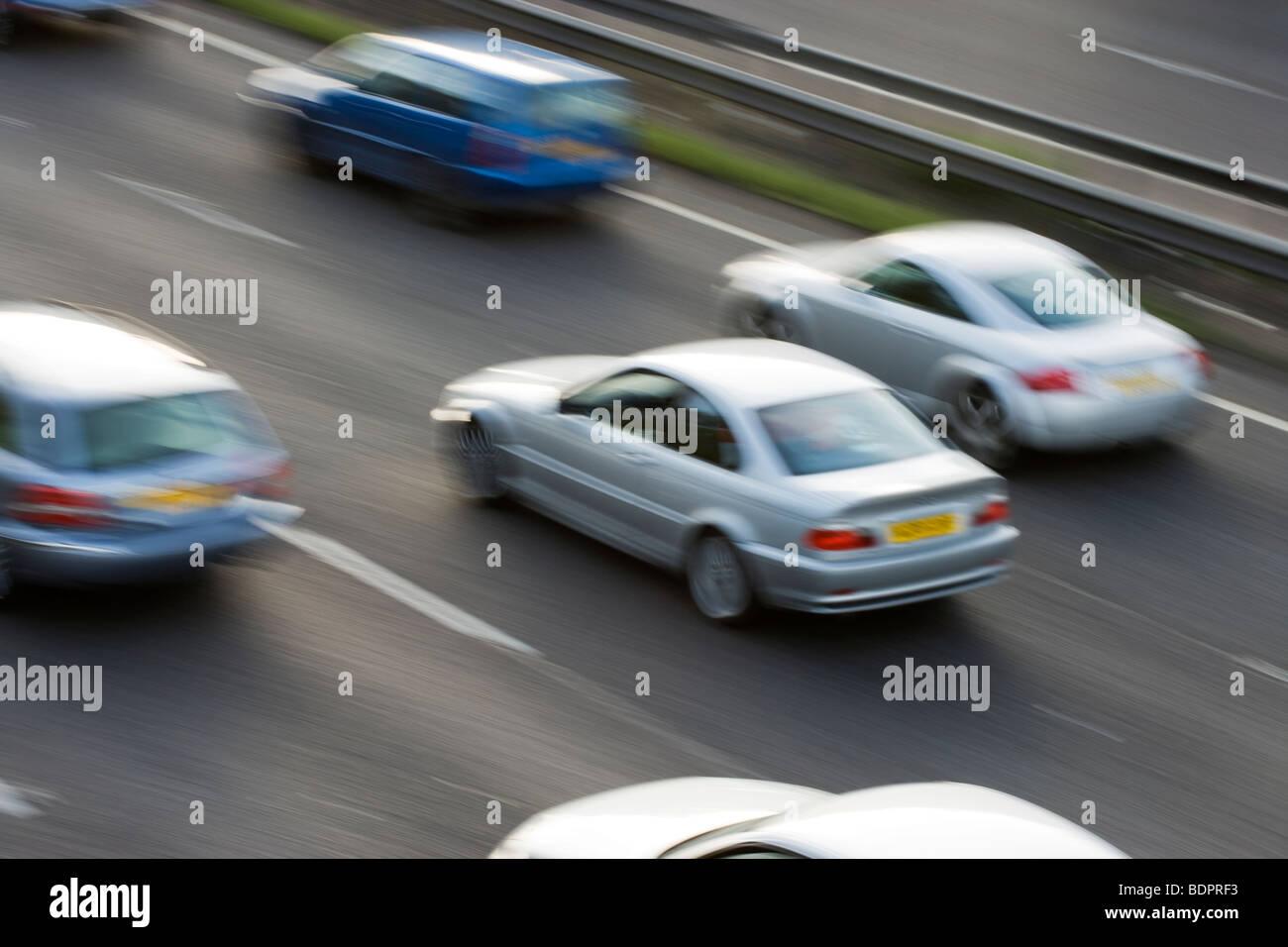 Los coches en la autopista. UK Imagen De Stock