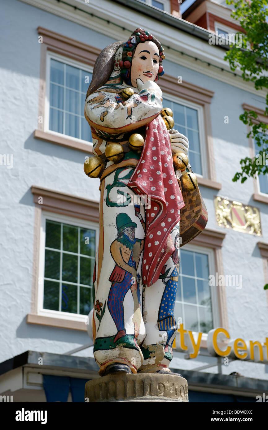 Fuente Hanselbrunnen, Donaueschinger Hansel, personaje del carnaval, Donaueschingen, Selva Negra, Baden-Wuerttemberg, Foto de stock
