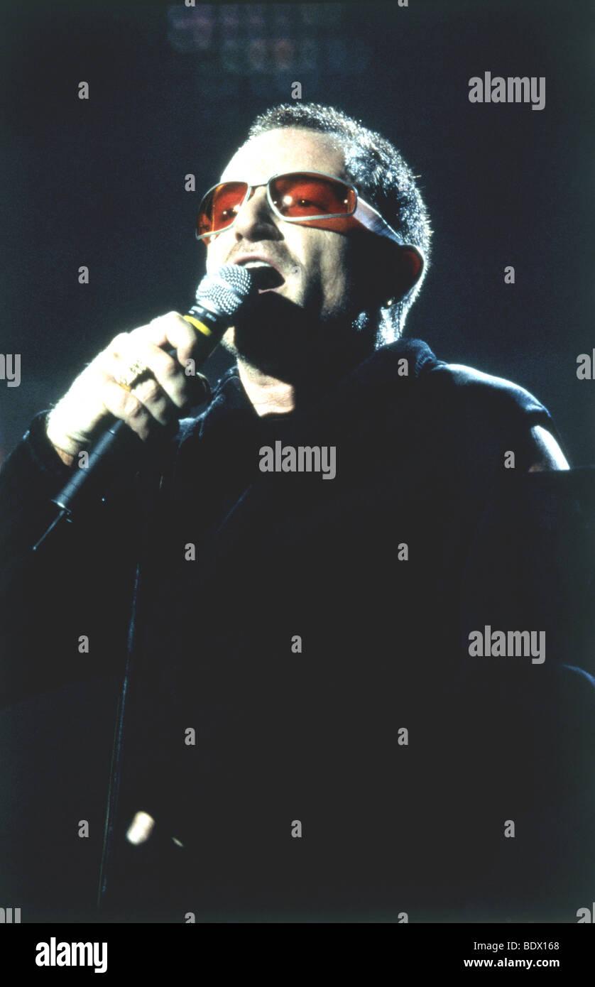 - El cantante de U2 Bono, en agosto de 1997 Imagen De Stock