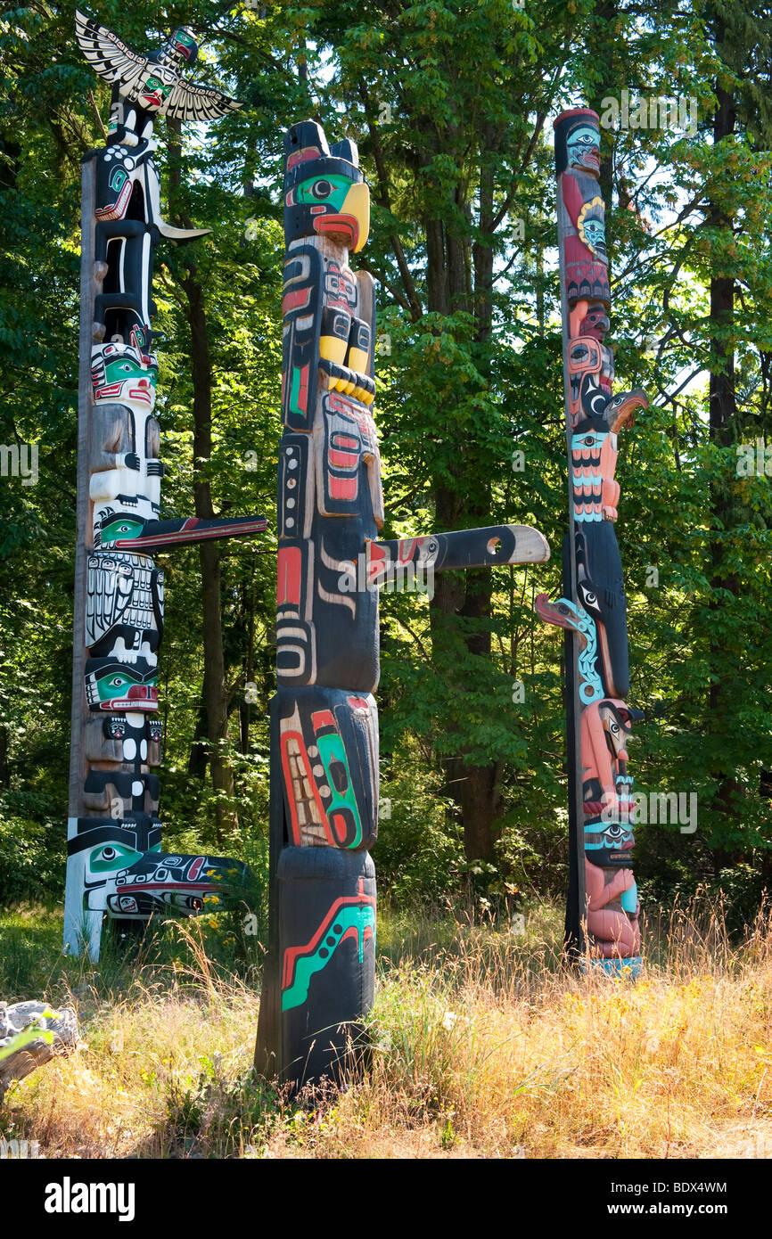 Tótem en Stanley Park, Vancouver, BC, Canadá. De izquierda a derecha, Jefe, Oscar Maltipi Wakas polo polo Imagen De Stock