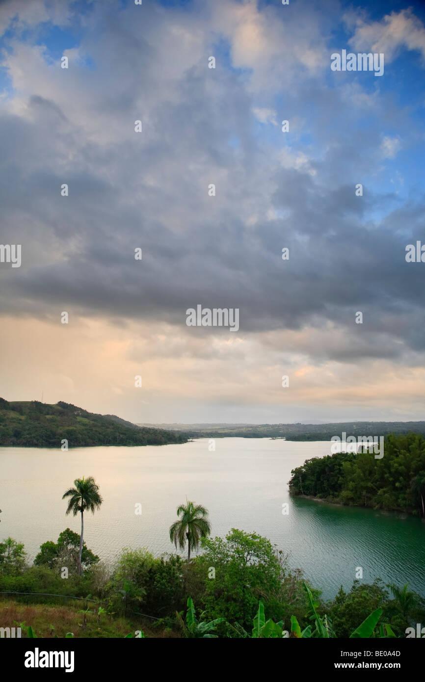 Ee.Uu., el Caribe, Puerto Rico, lago Guajataca Imagen De Stock