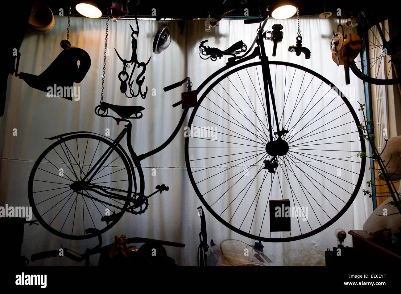 Bicicleta victoriano en la buhardilla, Londres, Reino Unido. Imagen De Stock
