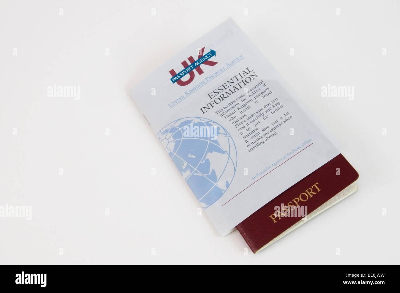 Pasaporte del Reino Unido Agencia folleto con información esencial cuando viaje Foto de stock