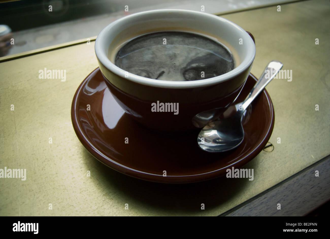 Una taza de café americano en Stumptown Coffee en Nueva York Imagen De Stock