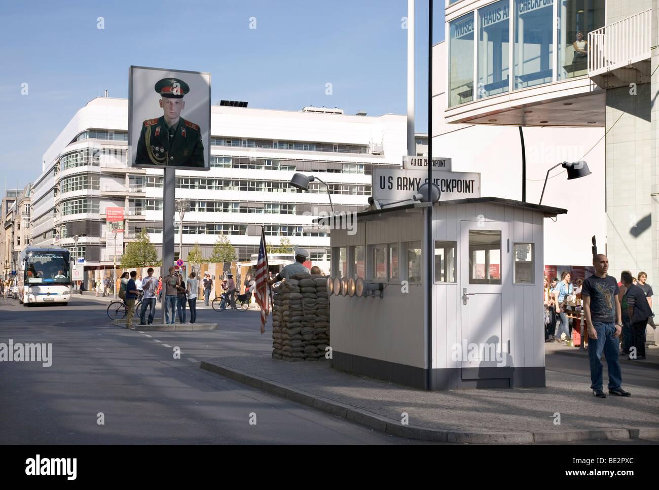 El Checkpoint Charlie, Berlin, Alemania Imagen De Stock