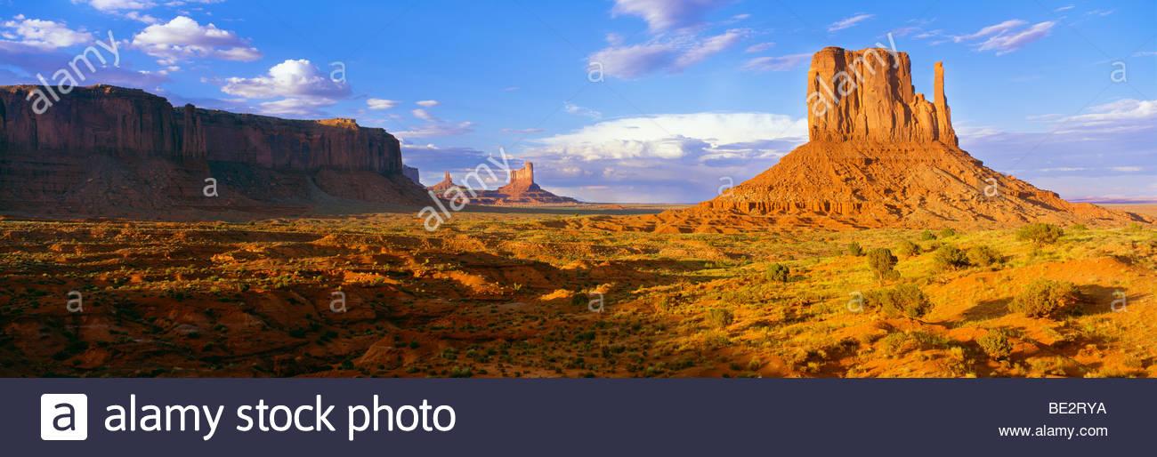 ~ 0195-1061 Copyright: George H. H. Huey ~ El Oeste Mitten Butte al amanecer. Monument Valley Tribal Park Utah, Imagen De Stock