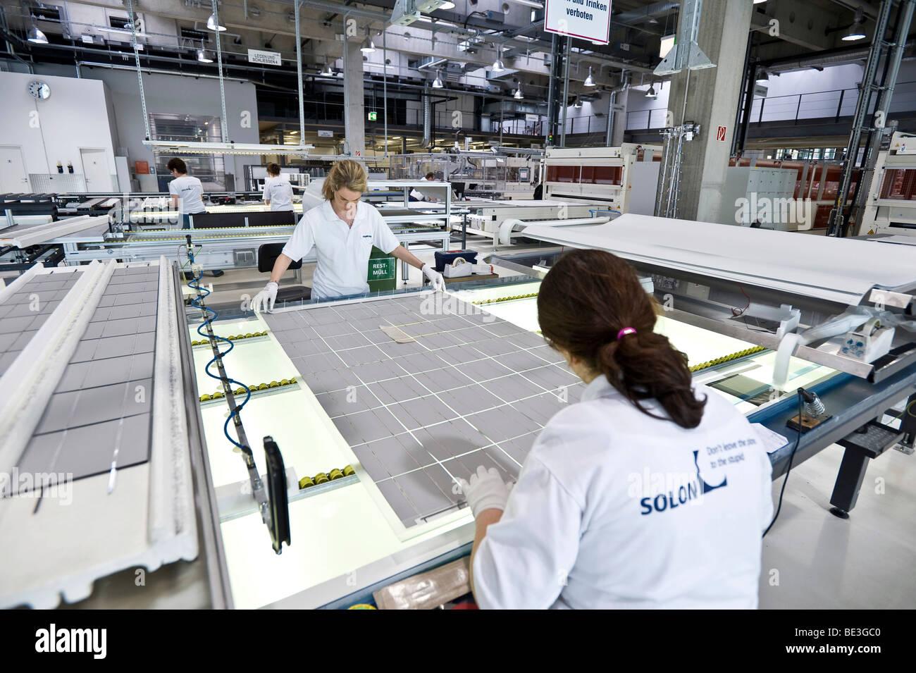 La producción de módulos solares en SOLON SE, Berlin-Adlershof, Alemania, Europa Imagen De Stock