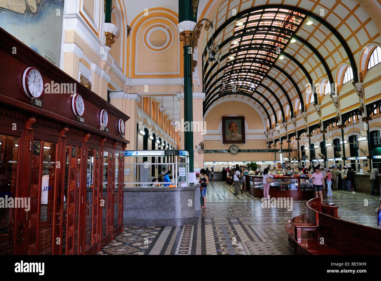 Edificio colonial francés, interieur de la oficina principal de correos, Saigon, Ho Chi Minh, Vietnam, Asia Foto de stock