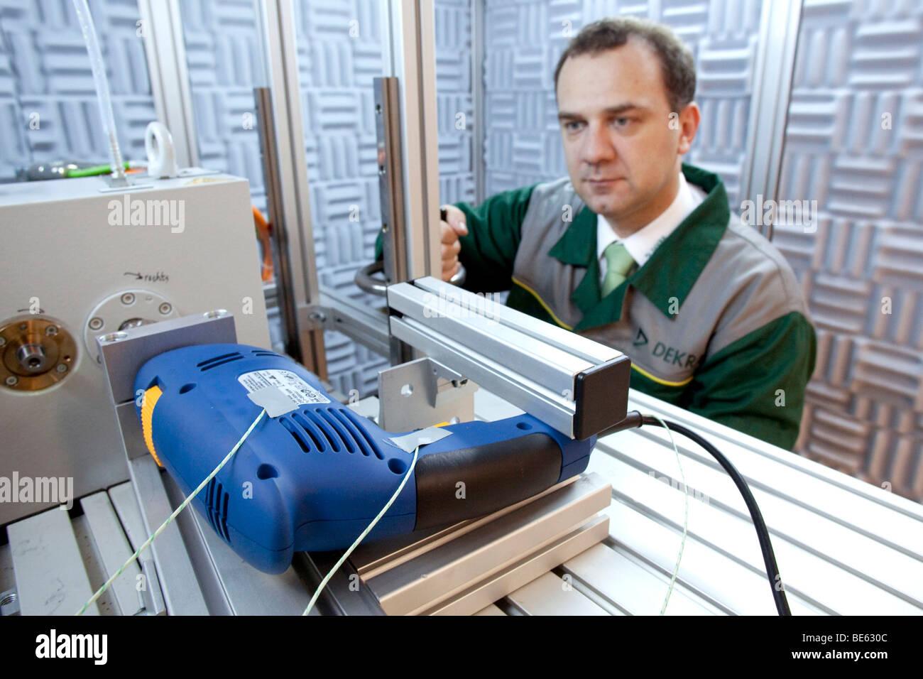 Ensayo de una máquina de perforación para la marca de certificación GS, pruebas de seguridad, en Imagen De Stock