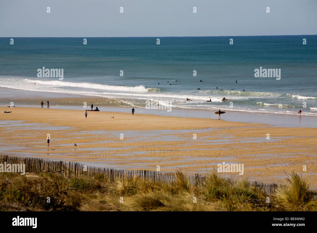 La tranquila playa en Lacanau ocean en el Atlántico sur, la costa occidental de Francia en la región de Imagen De Stock