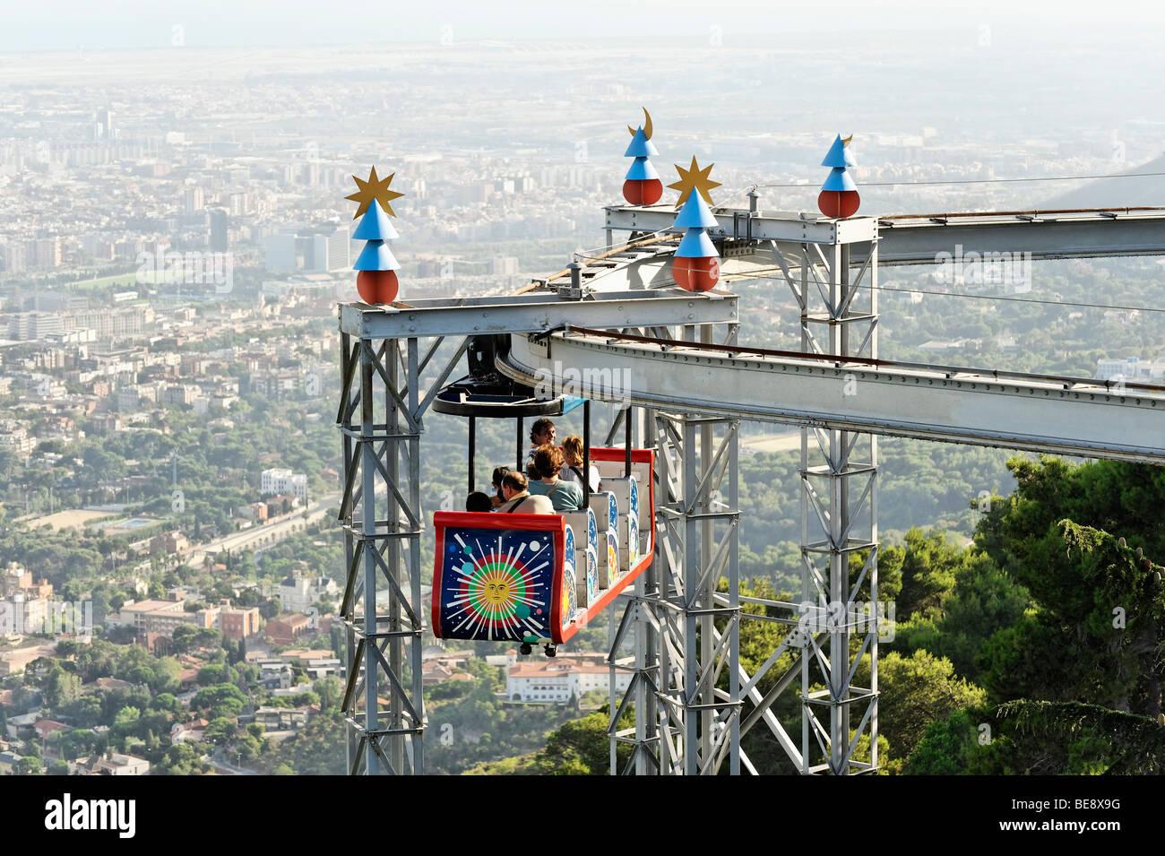 Fun fair ride en el parque de atracciones del Tibidabo. Barcelona España. Imagen De Stock