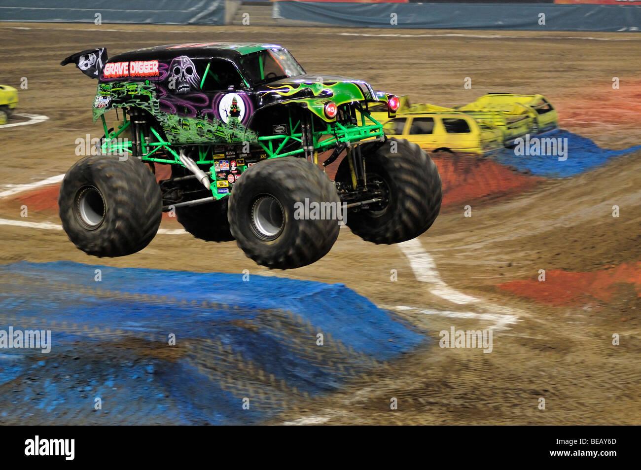 Monster Jam Im 225 Genes De Stock Amp Monster Jam Fotos De Stock