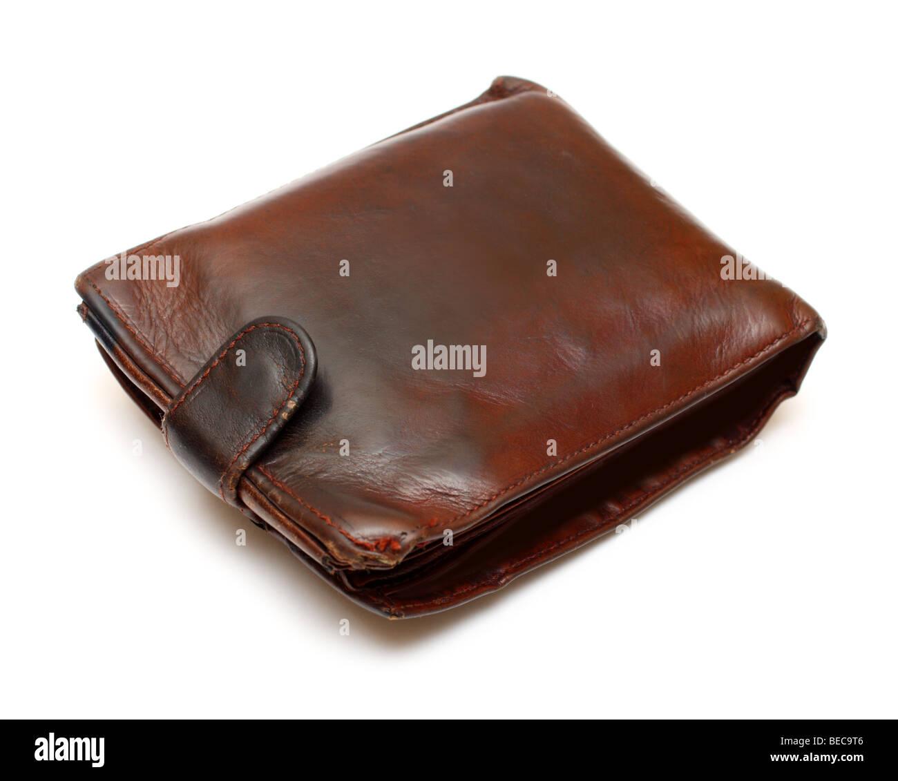 Monedero de cuero marrón antiguo aislado en blanco Foto de stock