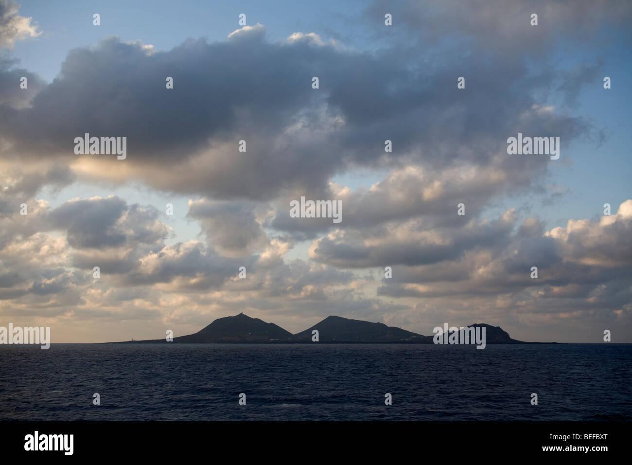 Linosa isla en el mar Mediterráneo. Imagen De Stock